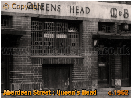 Birmingham : Entrance and Cellar Drop of the Queen's Head in Aberdeen Street at Winson Green [c.1962]