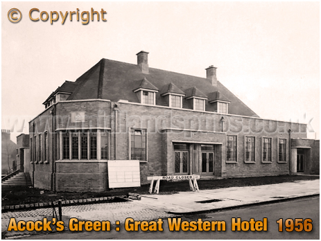 Birmingham : Construction of the Great Western Hotel at Acock's Green [1956]