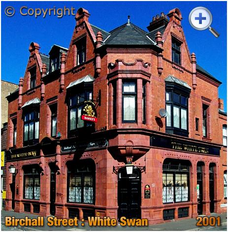 Birmingham : The White Swan on the corner of Birchall Street and Bradford Street in Deritend [2001]