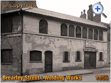 Birmingham : Welding Works of Leonard Gundle Motor Co. Ltd. at Brearley Street in Hockley [1956]