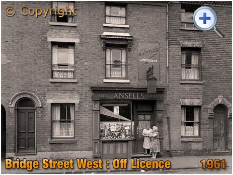 Birmingham : Off-Licence at No.257 Bridge Street West in Hockley [c.1961]