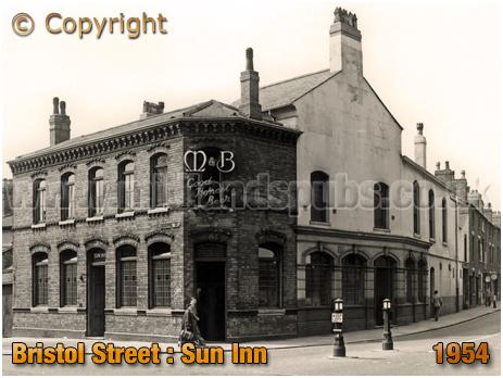 Birmingham : The Sun Inn on the corner of Bristol Street and Sun Street [1954]