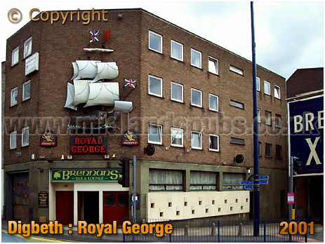 Birmingham : The Royal George and Brennan's Bar on the corner of Digbeth and Park Street at Digbeth [2001]