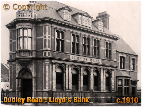 Birmingham : Lloyd's Bank on the corner of Dudley Road and City Road at Summerfield in Winson Green [c.1910]