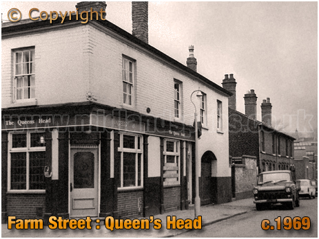 Birmingham : The Queen's Head on the corner of Farm Street and Hunter's Vale in Hockley [c.1969]