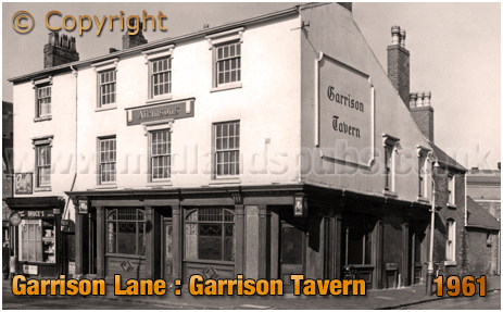 Birmingham : The Garrison Tavern on the corner of Garrison Lane and Witton Street at Bordesley [1961]