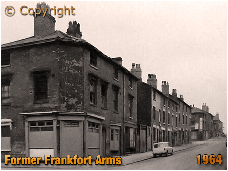 Birmingham : Former Frankfort Arms on the corner of Great Russell Street and Frankfort Street at Hockley [1964]