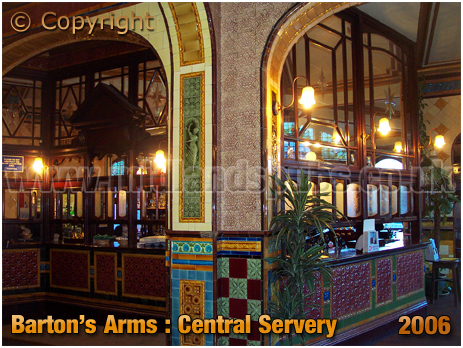 Birmingham : Central Servery of the Barton's Arms at High Street Aston [2006]