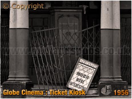 Birmingham : Ticket Kiosk of the Globe Cinema on the corner of High Street Aston and New Street [1960]