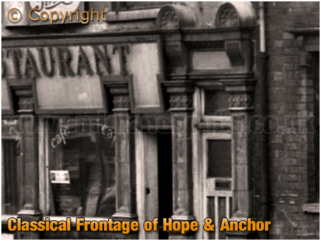 Birmingham : Frontage of the former Hope and Anchor at No.81 High Street Aston [1961]