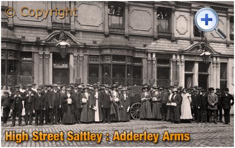 Birmingham : Poor Relief Fund Volunteers outside the Adderley Arms on High Street Saltley [c.1913]