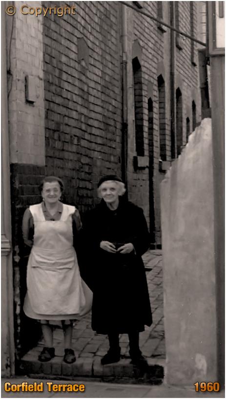 Birmingham : Residents of Corfield Terrace off High Street Saltley [1960]