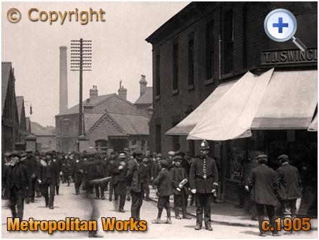 Birmingham : Policeman on duty at the Metropolitan Works at Saltley [c.1905]