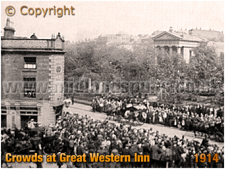 Birmingham : Icknield Street Crowds with the Great Western Inn on the corner of Park Road at Hockley with Cemetery in Background [c.1909]
