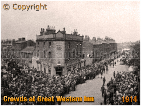 Birmingham : Icknield Street Crowds with the Great Western Inn on the corner of Park Road at Hockley [c.1909]