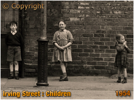 Birmingham : Children outside The Dolphin on Irving Street at Lee Bank [1954]