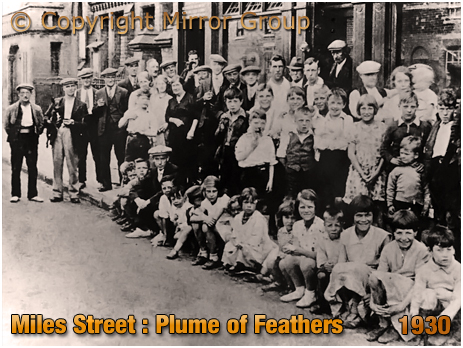 Birmingham : Gathering at the Plume of Feathers in Miles Street in Bordesley [1930]
