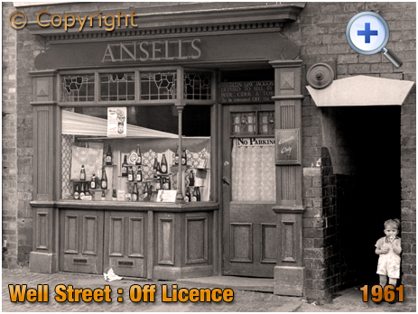 Birmingham : Off-Licence in Well Street at Hockley [1961]