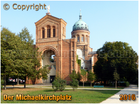 Berlin : Der Michaelkirchplatz with Sankt-Michael-Kirche [September 2016]