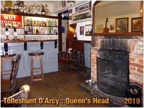 Tolleshunt D'Darcy : Parlour of the Queen's Head [September 2019]