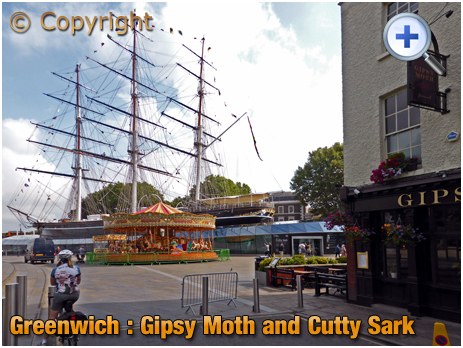 London : Gipsy Moth with the Cutty Sark from Greenwich Church Street