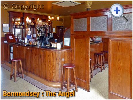 London : Bar of The Angel at Bermondsey Wall