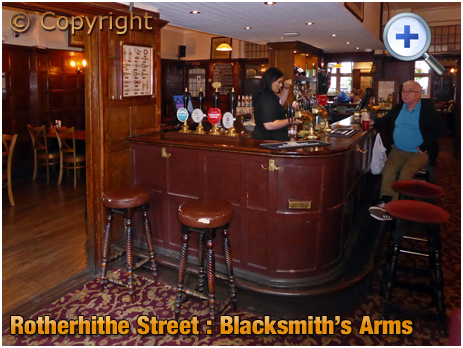 London : Interior of the Blacksmith's Arms at Rotherhithe