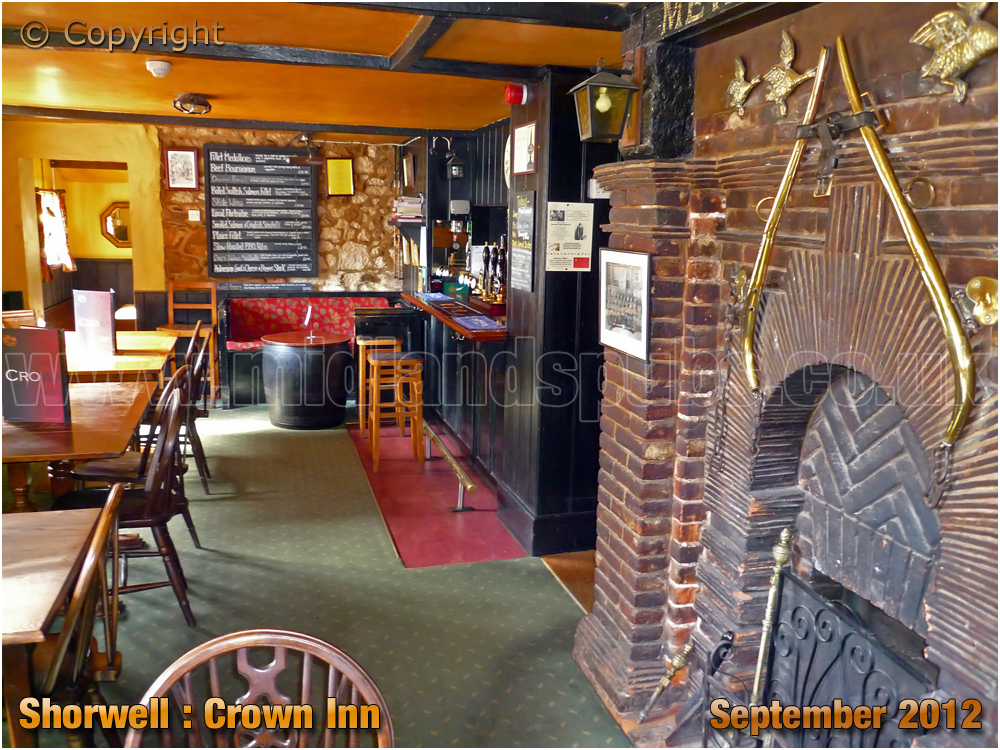 Shorwell : Interior of the Crown Inn [2012]