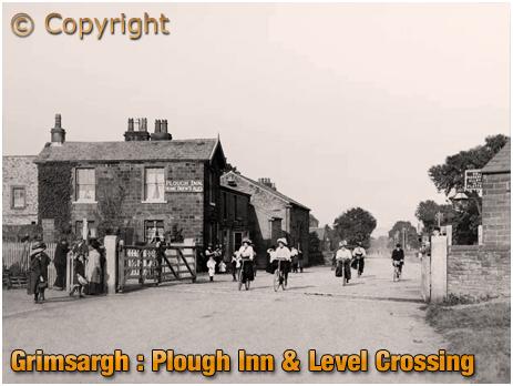 Lancashire : Plough Inn and Level Crossing at Grimsargh [c.1909]
