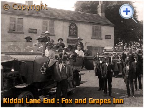 Yorkshire : Charabanc Trip departing the Fox and Grapes Inn at Kiddal Lane End [1920]