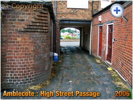 Amblecote : Old Entry/Passage between No.2 and No.3 High Street [2007]