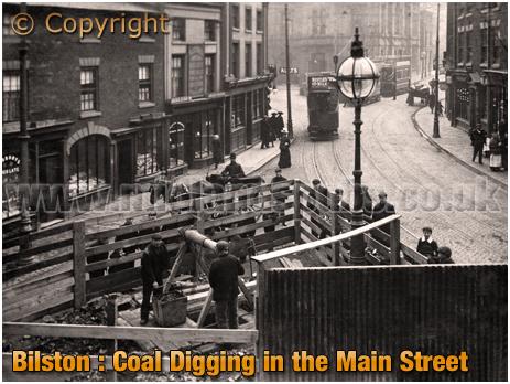 Bilston : Coal Digging in Main Street [c.1908]