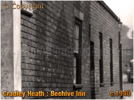 Cradley Heath : Southgate side of the Beehive Inn on Grainger's Lane [c.1940]