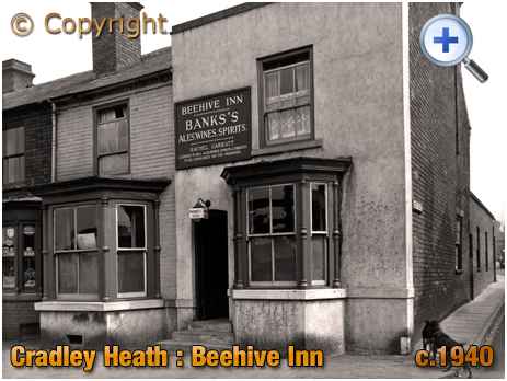Cradley Heath : The Beehive Inn on the corner of Grainger's Lane and Southgate [c.1940]