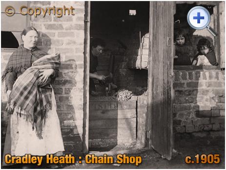 Cradley Heath : Chain Shop Women and Children [c.1905]