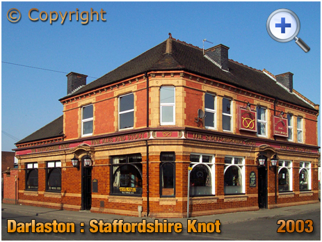 Darlaston : Staffordhire Knot on the corner of Pinfold Street and Wolverhampton Street [2003]
