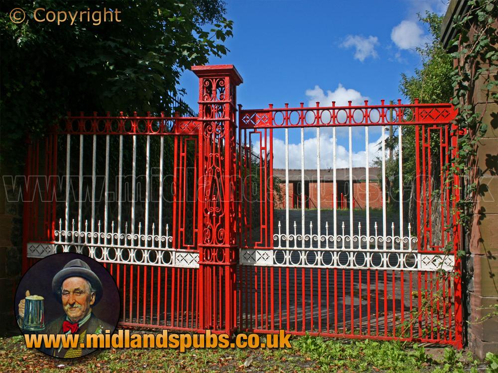 Amblecote : Gates to the War Memorial Athletic Ground [2007]