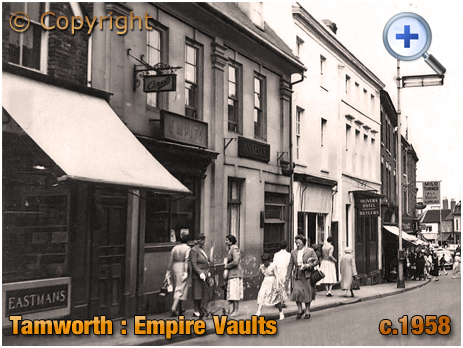 Tamworth : The Empire Vaults in the livery of Ansell's on George Street [c.1958]