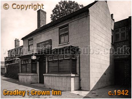 Cradley : The Crown Inn on Barrack Lane [c.1942]