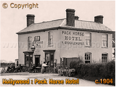 Wythall : Cyclists enjoying refreshment at the Pack Horse Hotel at Hollywood [c.1904]
